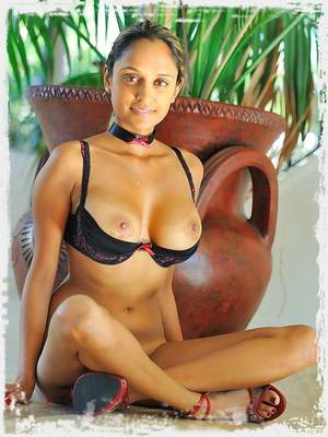 Saima plays with sweet pussy